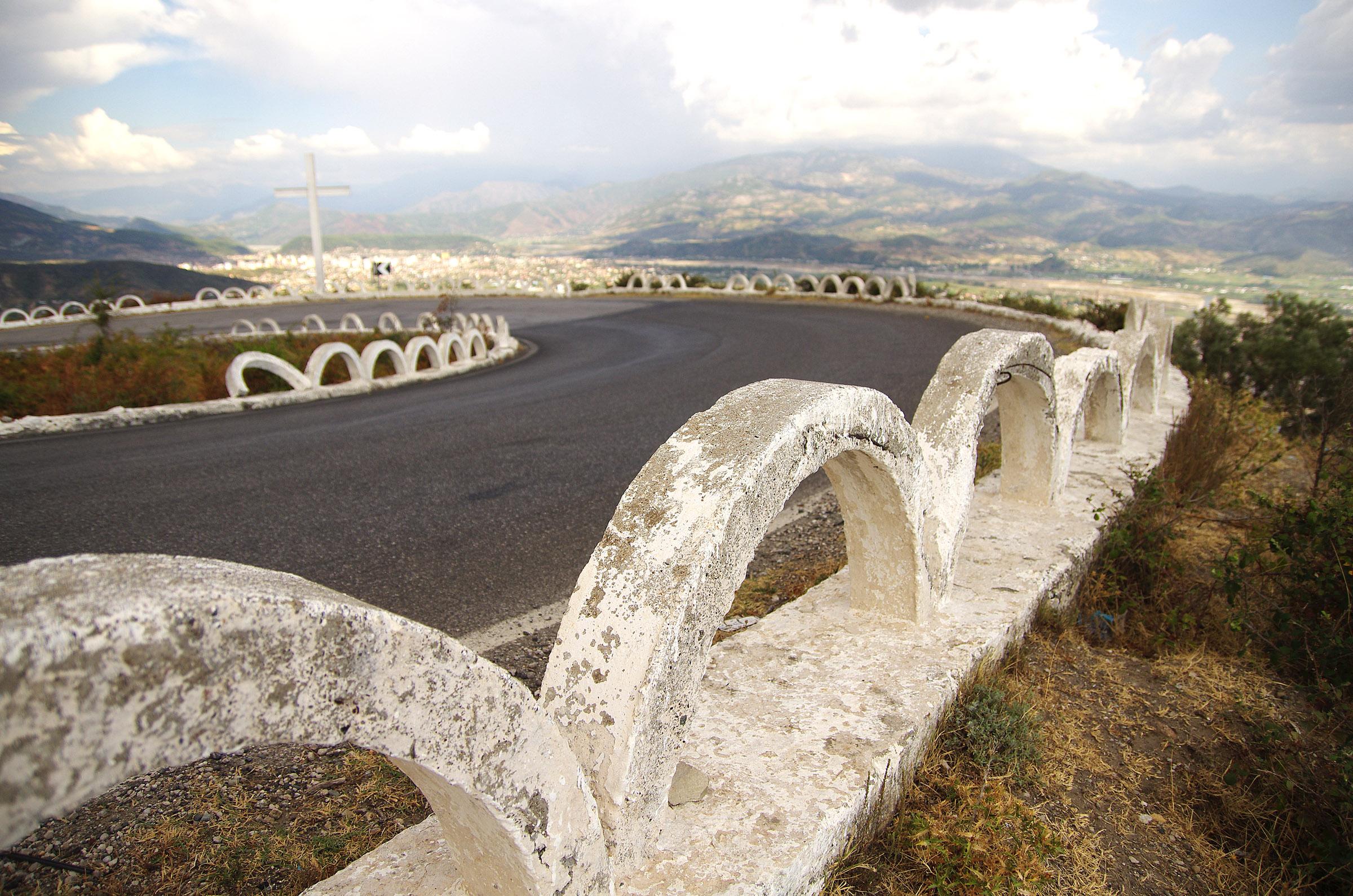 Пътят между Елбасан и Тирана