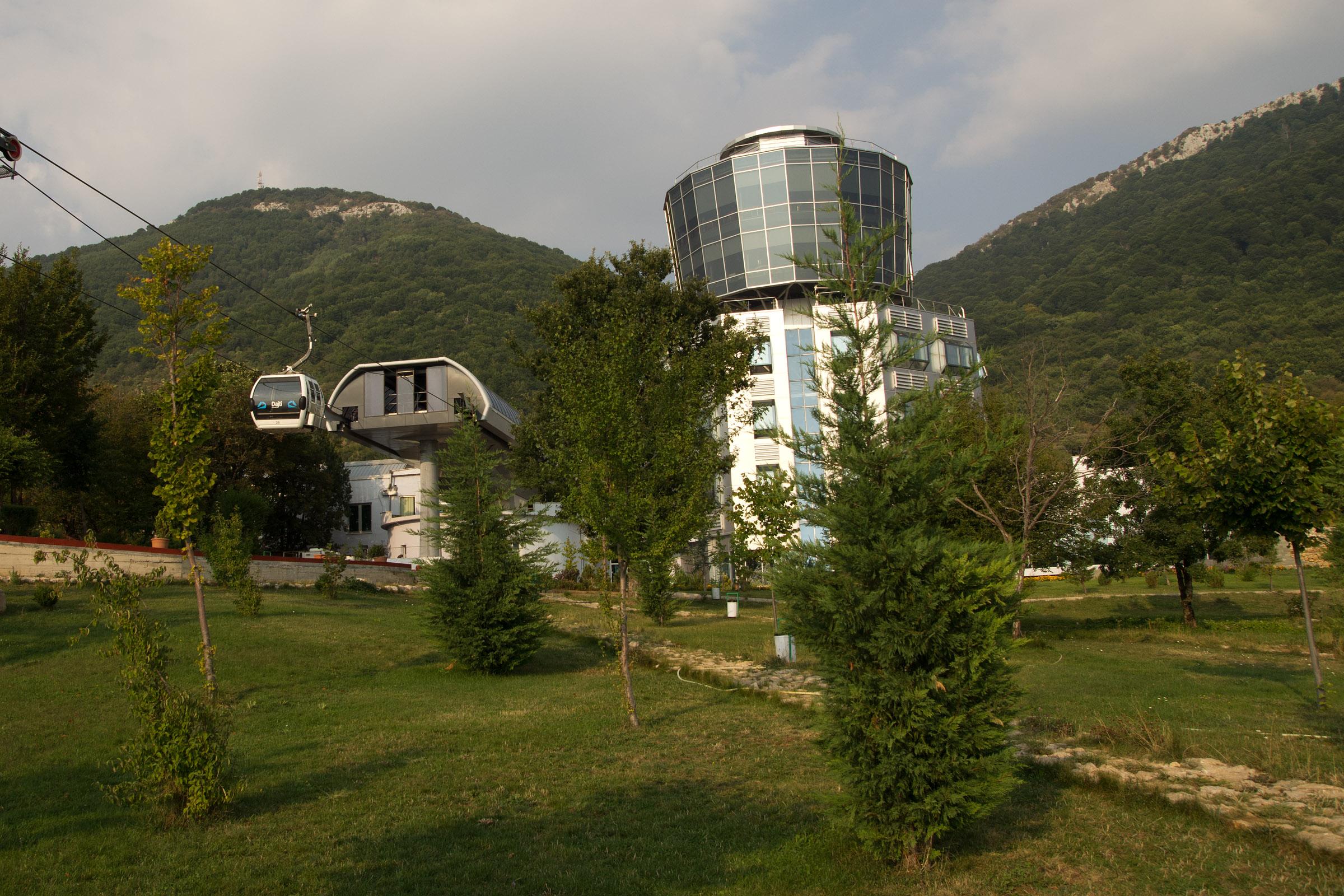 Лифтът в Тирана