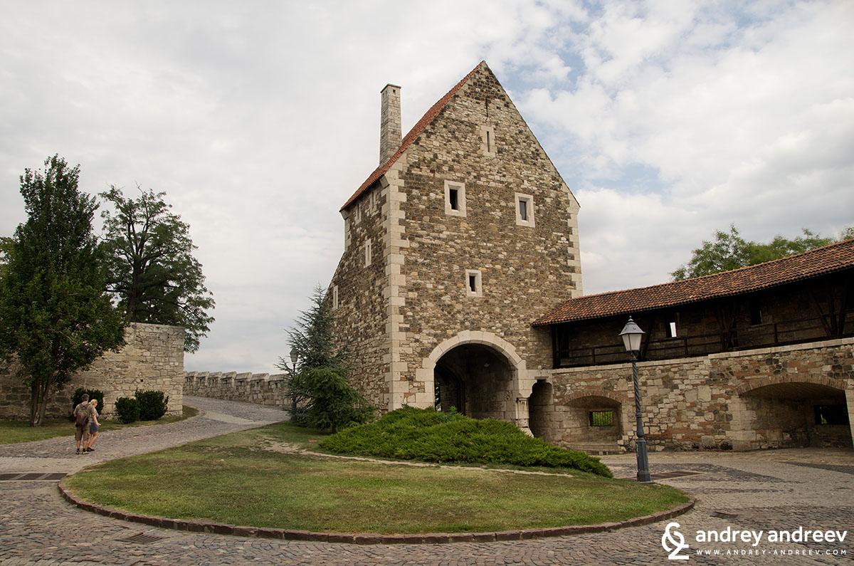 Из крепостта