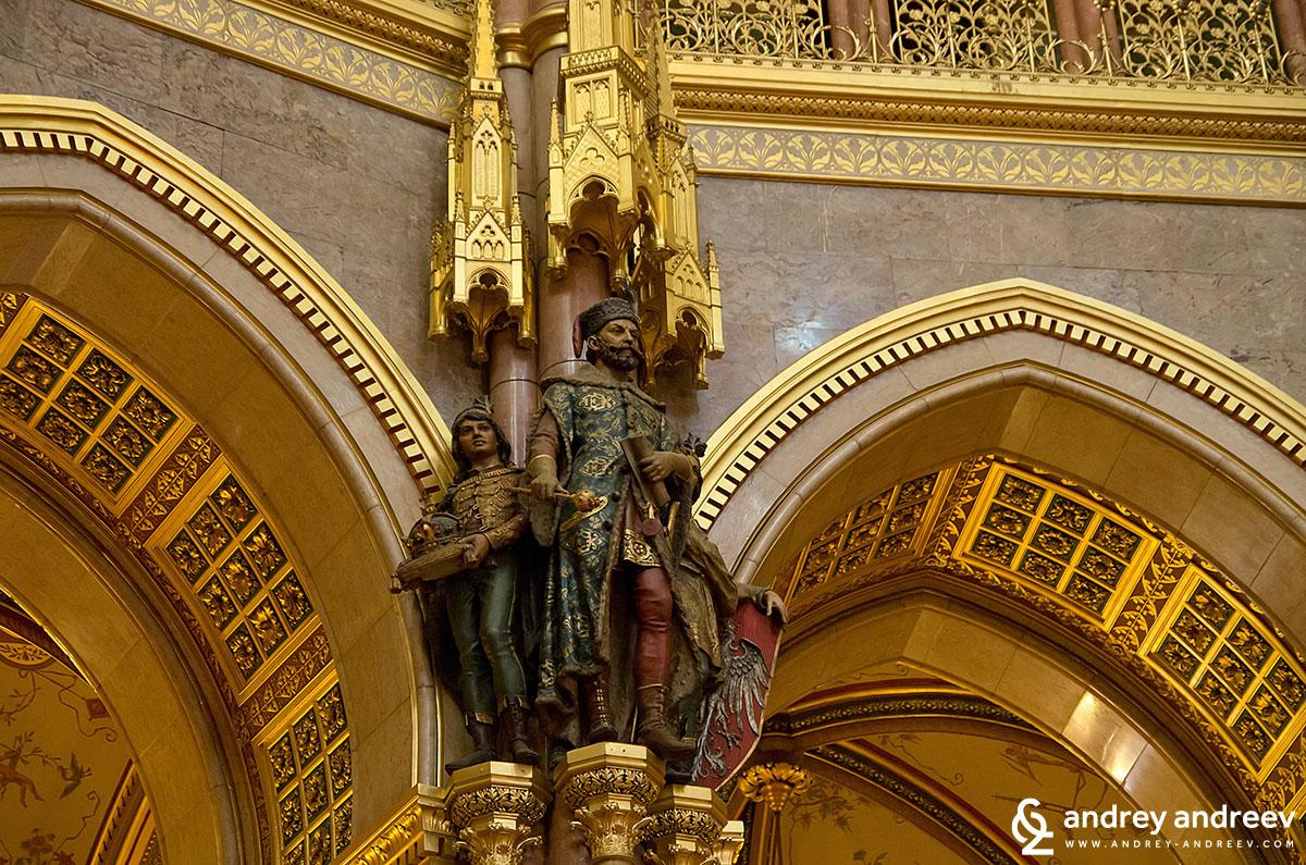 Статуи на Унгарските управници в централната зала