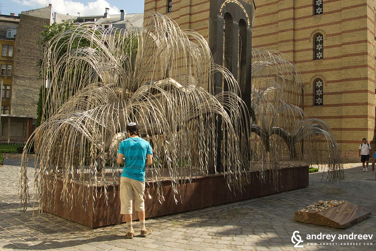 Паметника на Холокоста на скулптура Емре Верта