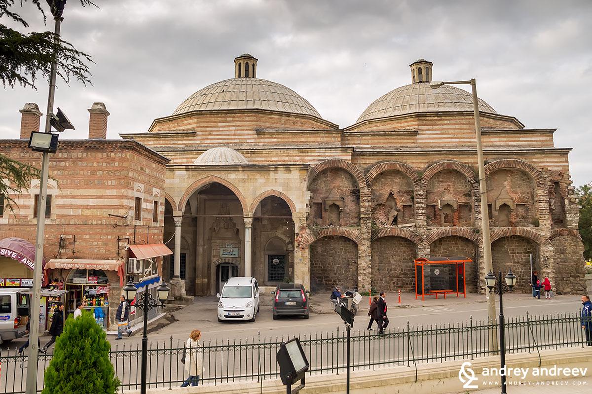 Входът за мъжката част на Соколу хамам в Одрин, Турция