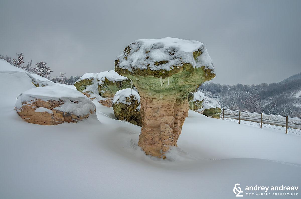 Как красиво е изваяна от природата тази скала