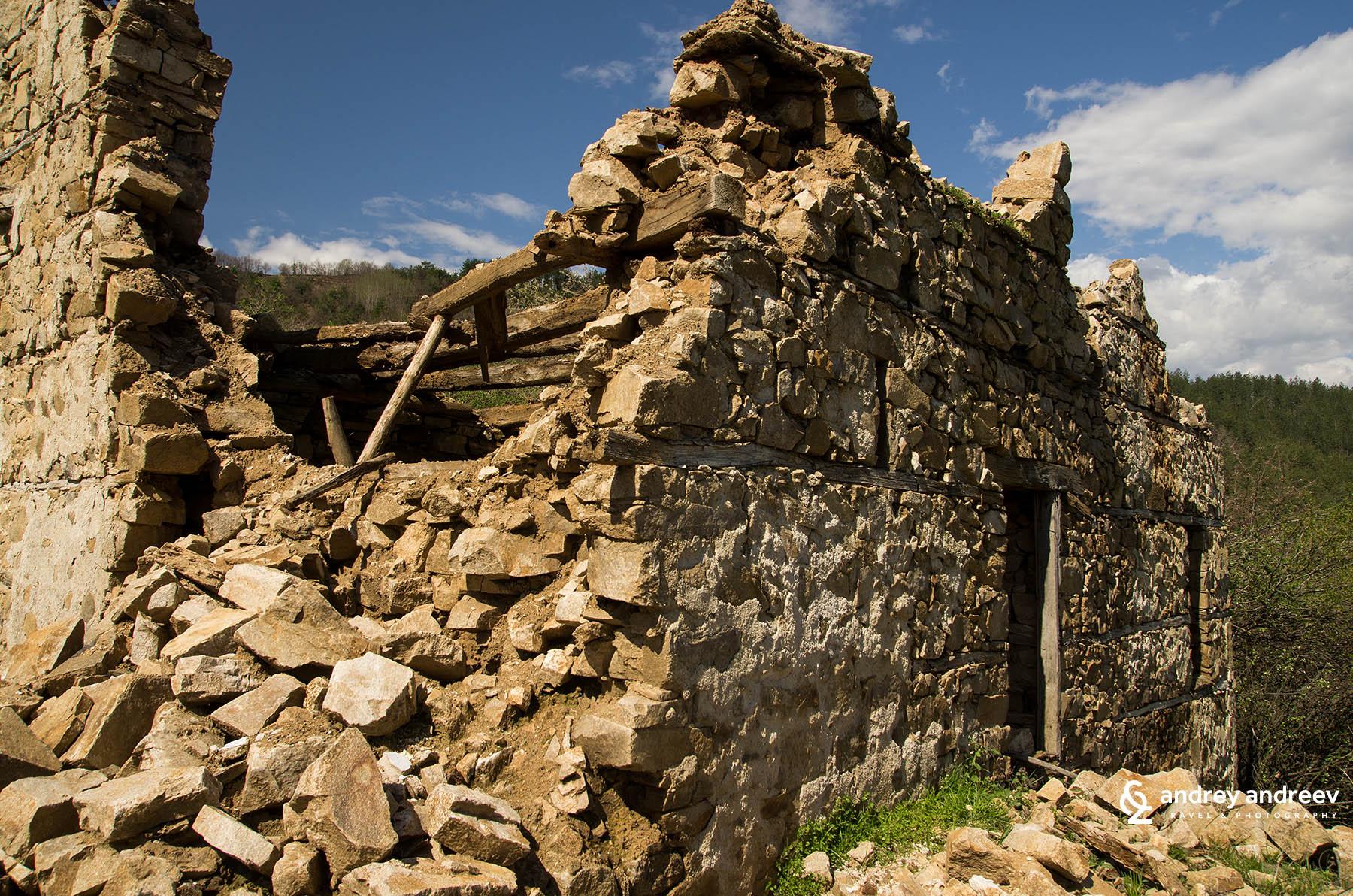Изоставената махала на село Дядовци