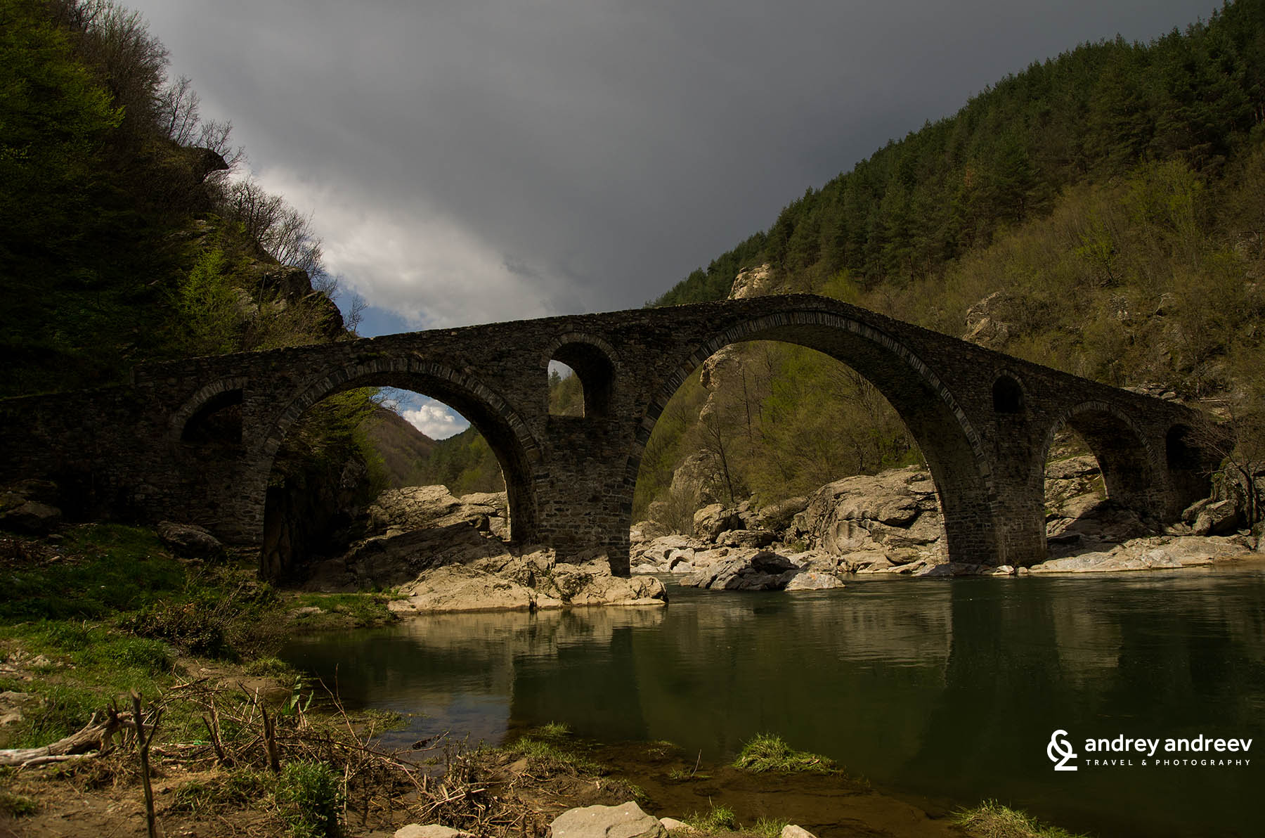 Дяволския мост през пролетта