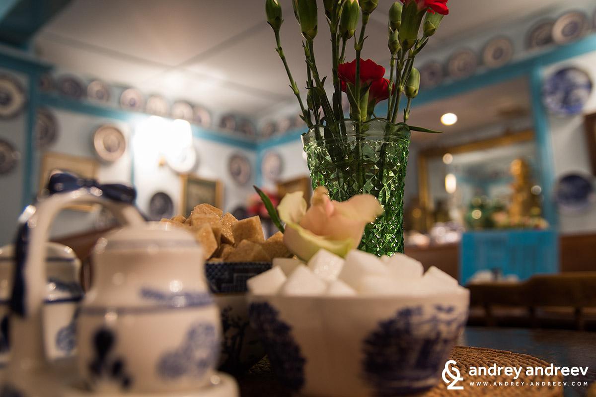 Много романтична и уютна бе тази чайна в Брайтън