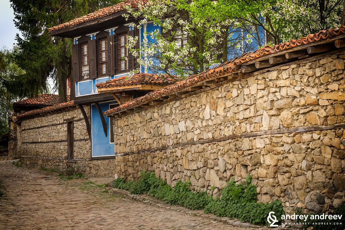 По улиците на Копривщица през пролетта
