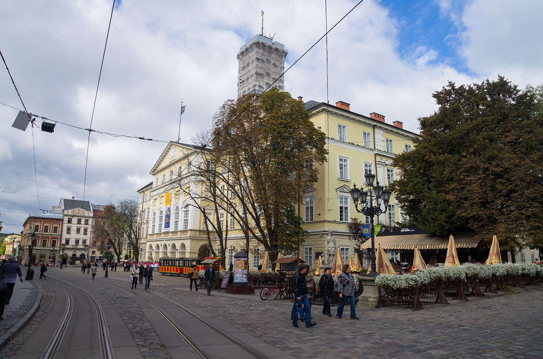 Площад Ринок в Лвов Украйна - една от най-големите забележителности в Лвов