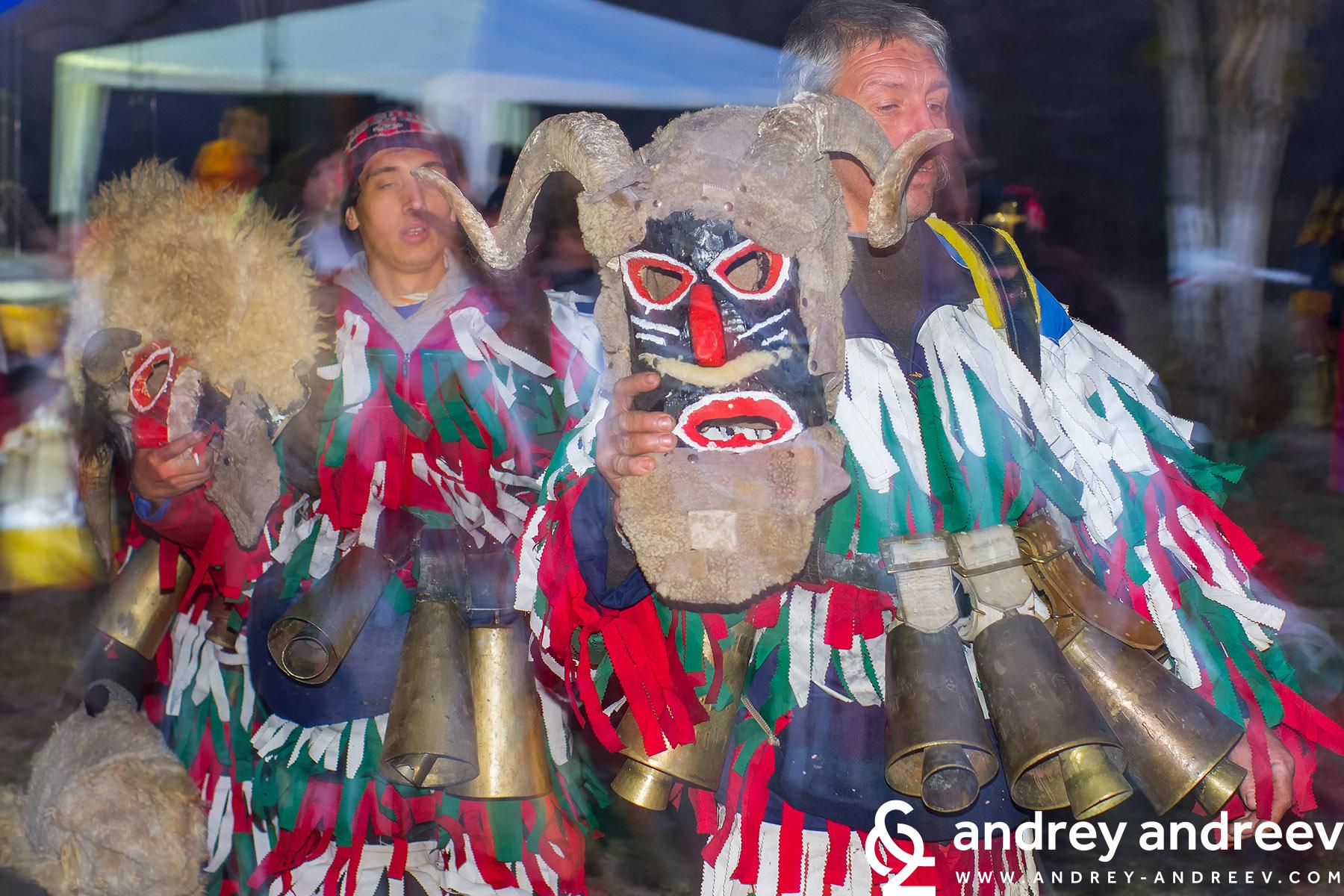 Сурвакарски ликове на гостите на село Друган