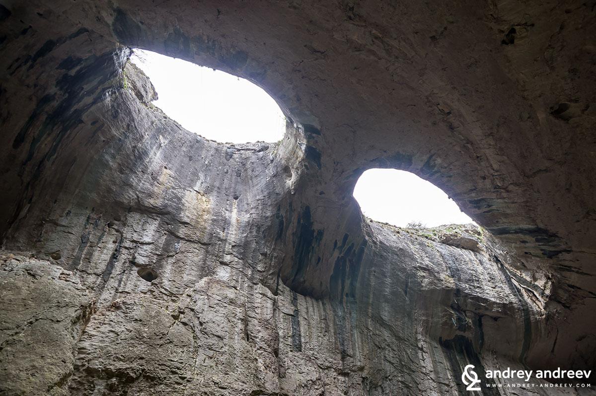 Prohodna cave