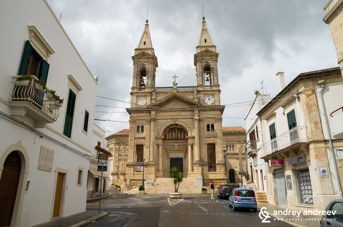 La Basilica Minore dei Santi Cosma e Damiano - Алберобело