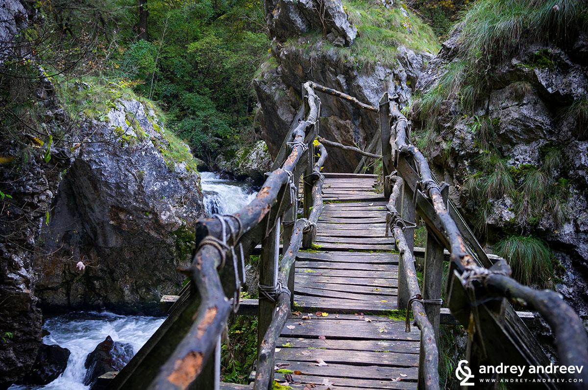 Мост над река Ерма