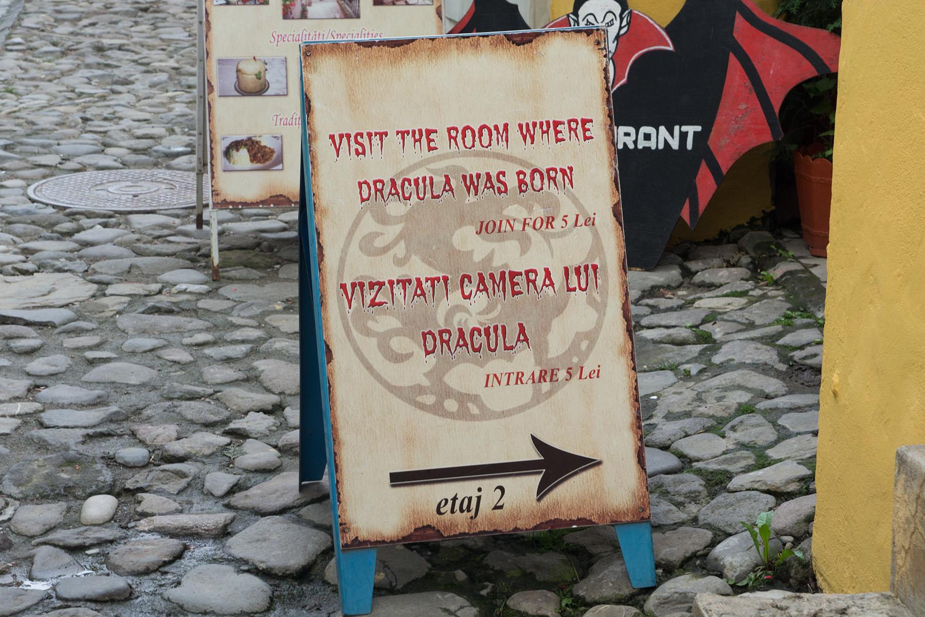 Табелка към стаята, където бил роден Влад Цепеш, една от всички забележителности в Сигишоара