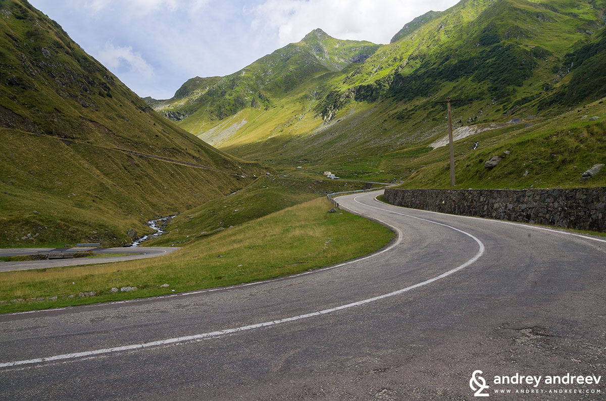 The Transfăgărășan road - The amazing curves of Transfagarasan highway in Romania