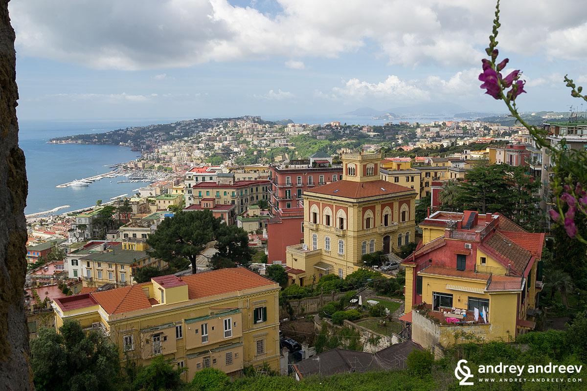 Неапол отвисоко, Италия
