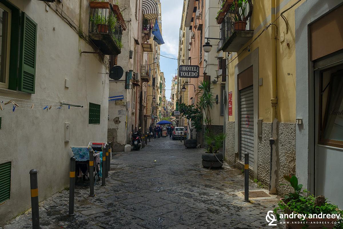 Изпанският квартал в Неапол, Италия
