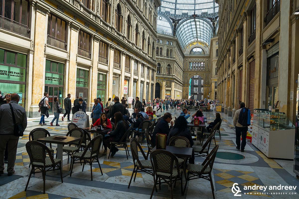 Galleria Umberto I 3