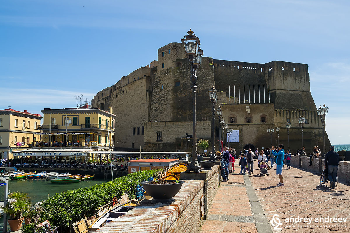 Замъкът Castel dell'Ovo - Неапол