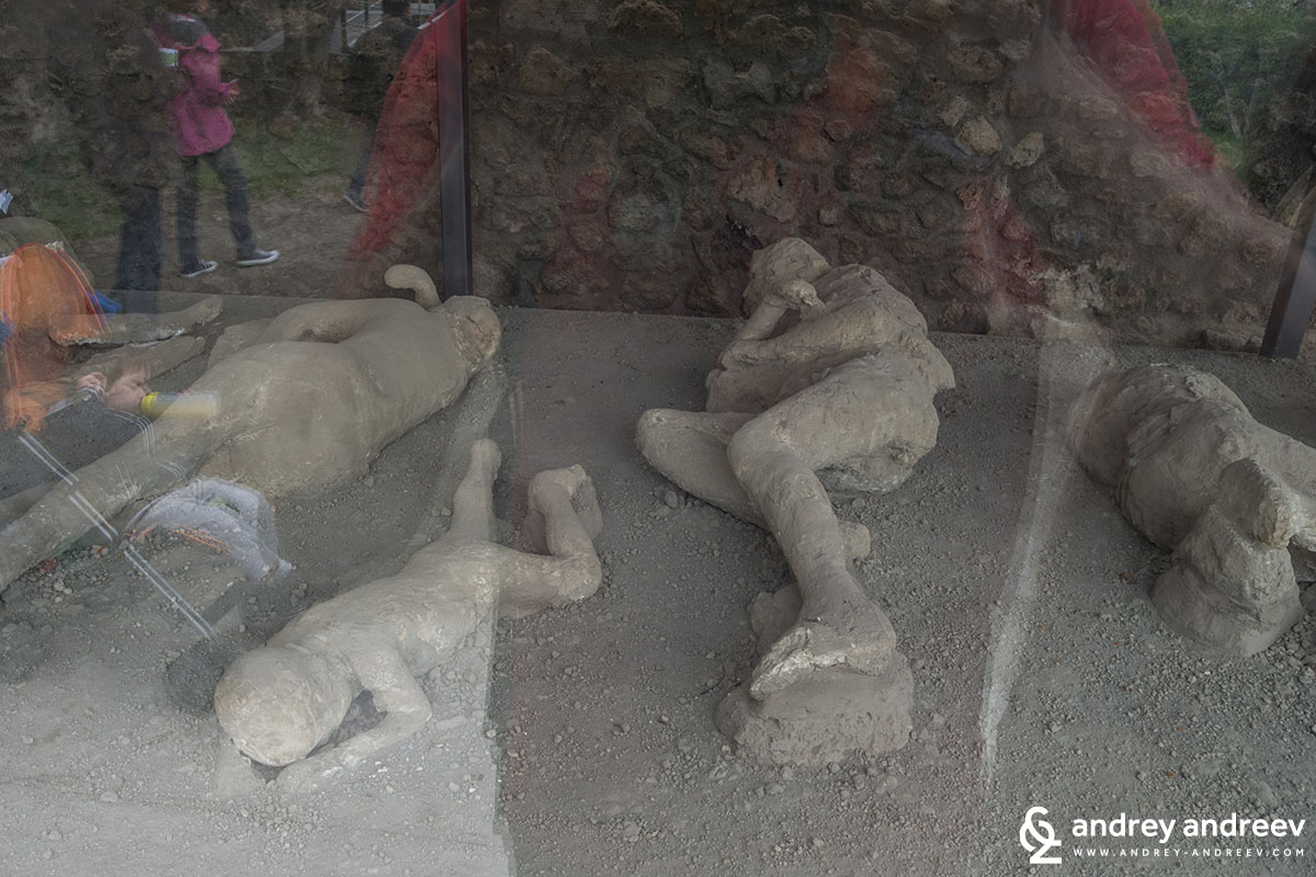 Sculptures of bodies of victims in Pompeii