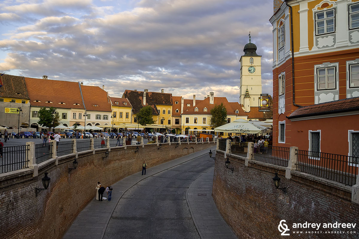 Малкият площад и кулата