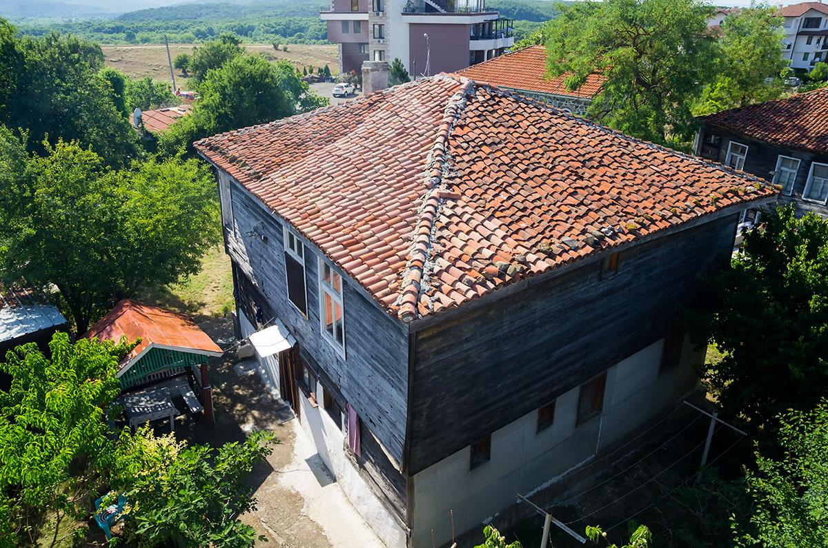 Една от малкото запазени стари къщи в Синеморец