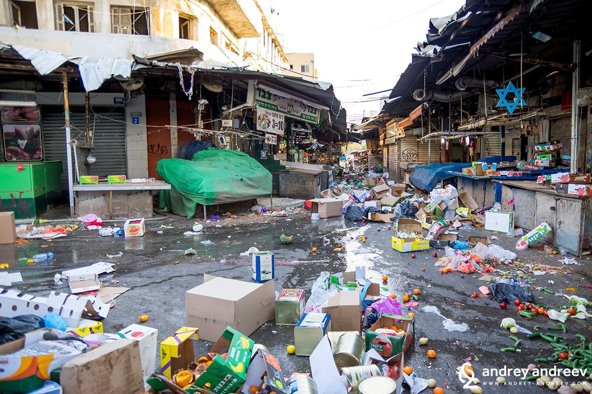 Пазарът Кармел след работния ден