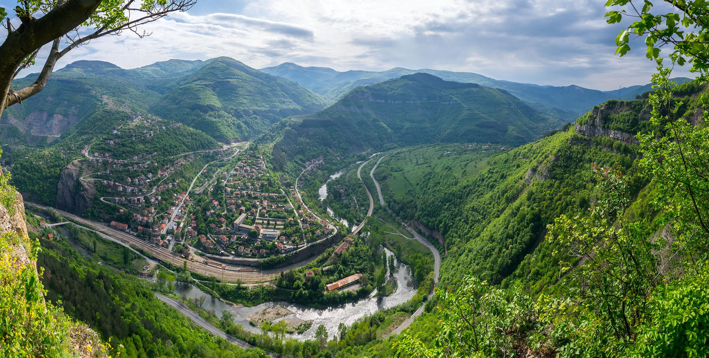 A view of Gara Bov village and Iskar River