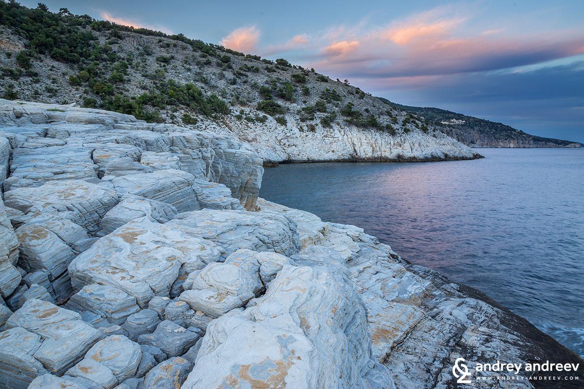 Скалите около Гьола