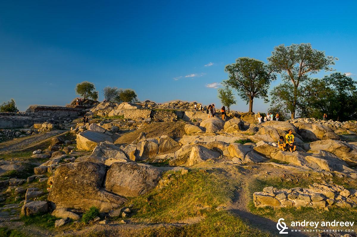 Археологически разкопки на върха на Небет Тепе