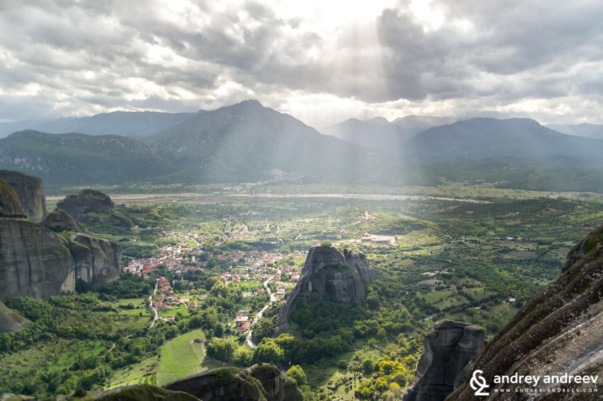 Amazing view of Kastraki village from the Great Meteora