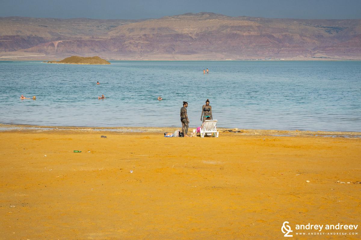 Едно от най-полезните неща, които може да направите за кожата си – кални бани с кал от Мъртво море