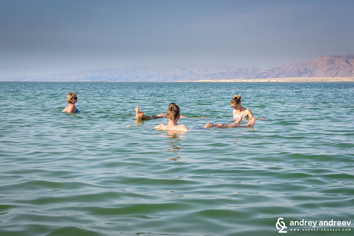 """Основната атракция на Мъртво море – """"плаването"""""""