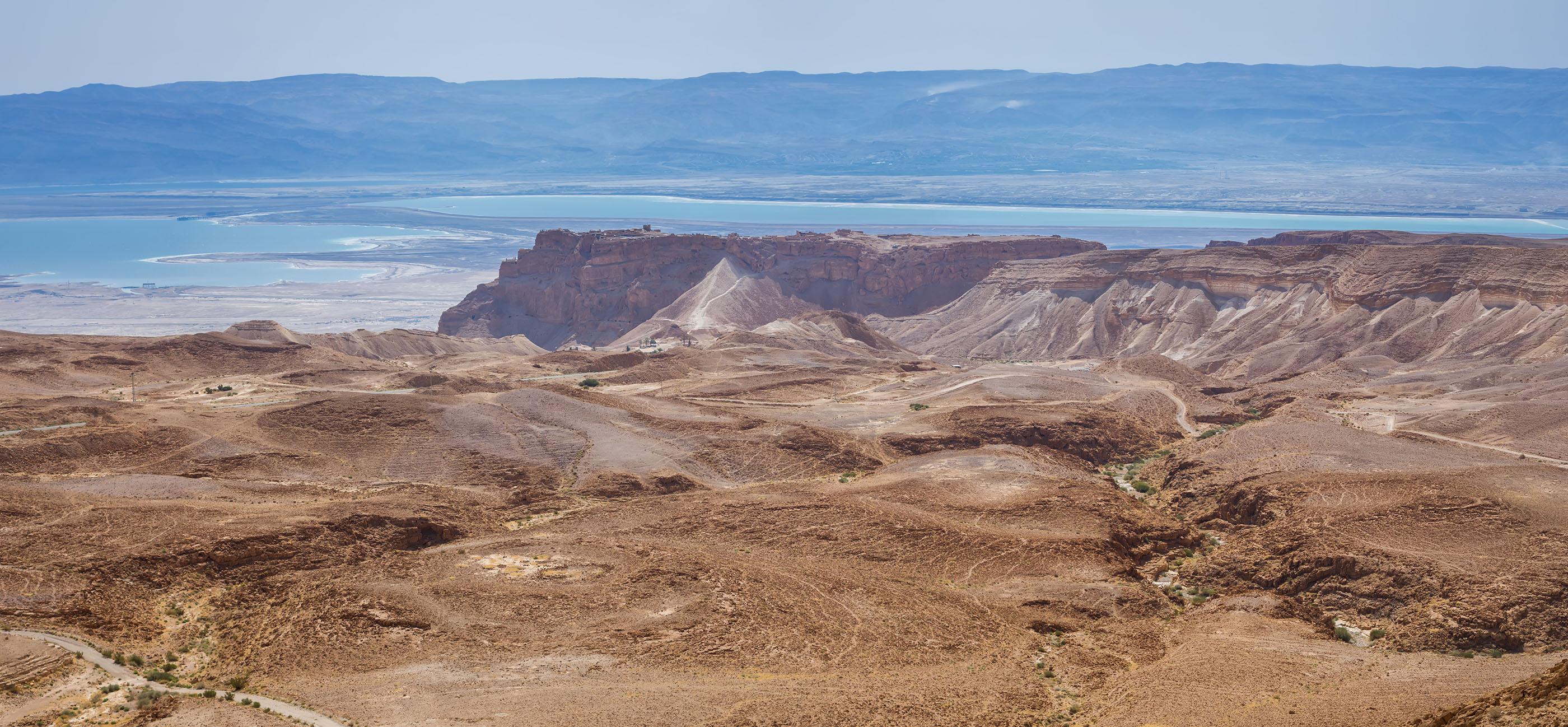 Гледка към Масaда и Мъртво море