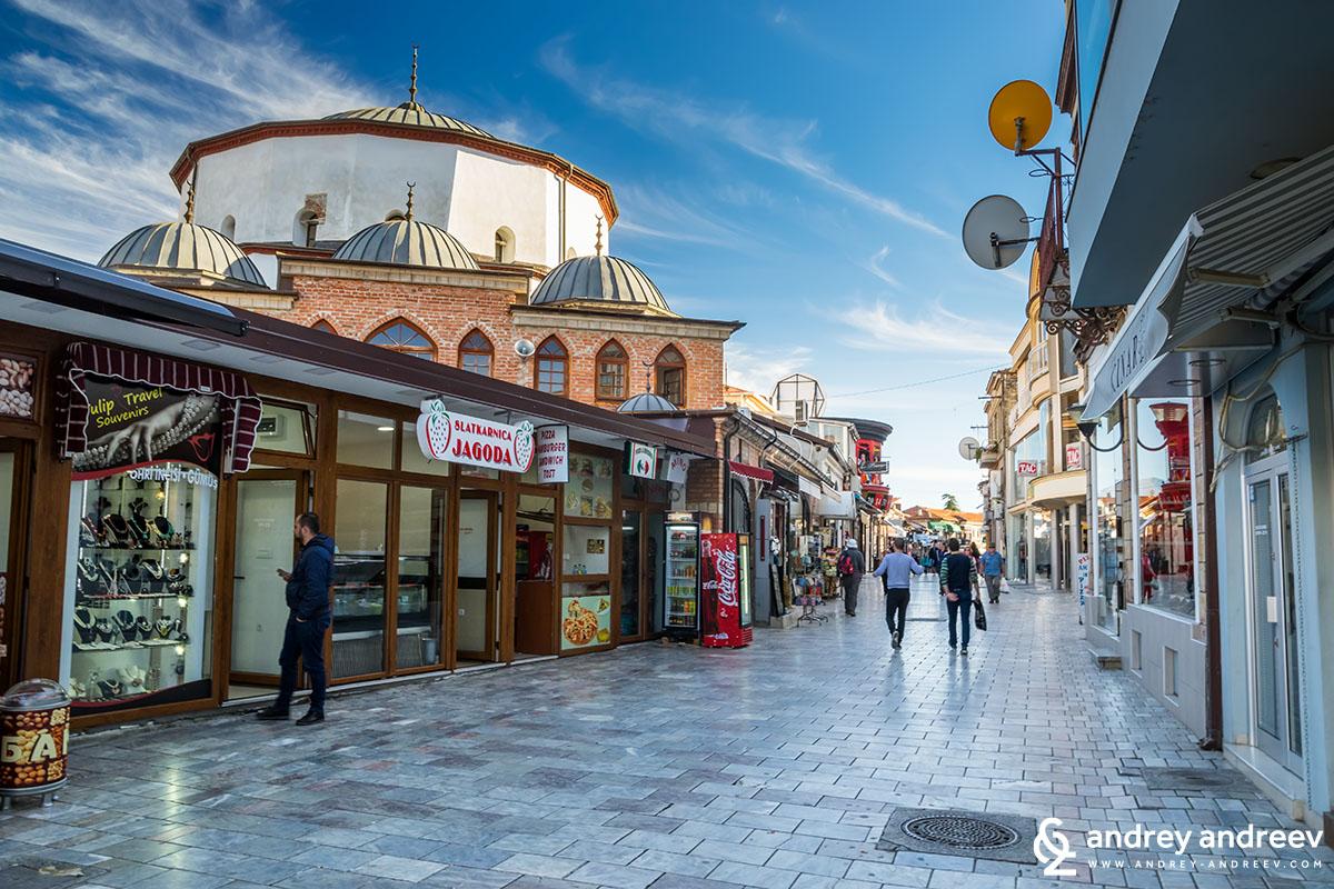Джамия Али Паша и централната пешеходна улица в Охрид - забележителности в охрид