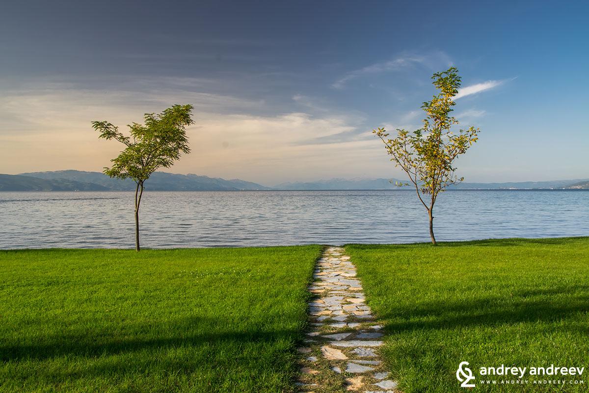 """Парка на манастир """"Свети Наум"""" и Охридското езеро"""