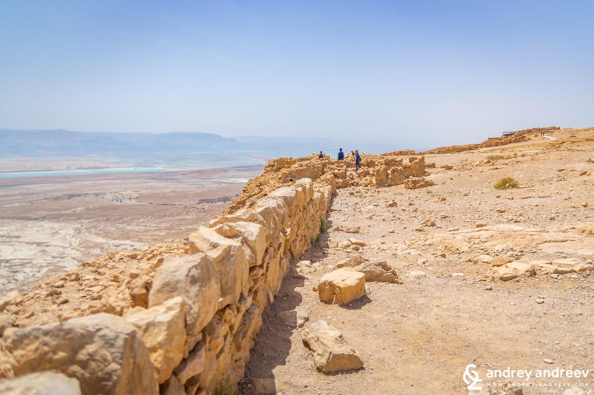 По ръба на платото на Масада