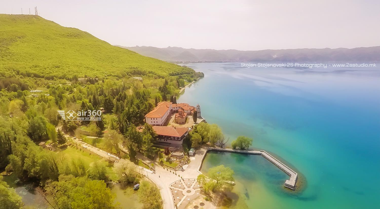 """Манастир """"Св. Наум, а отзад са албанските брегове на Охрдиското езеро"""", снимка на Стоян Стояновски"""