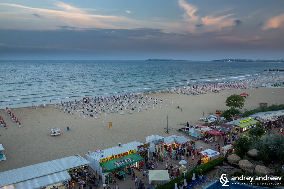 Плажът на Слънчев бряг пред хотел Чайка