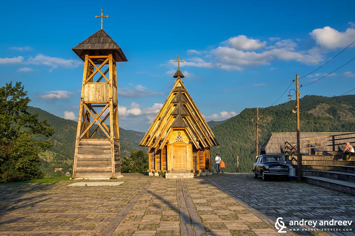 """Дървената църква """"Свети Сава"""""""
