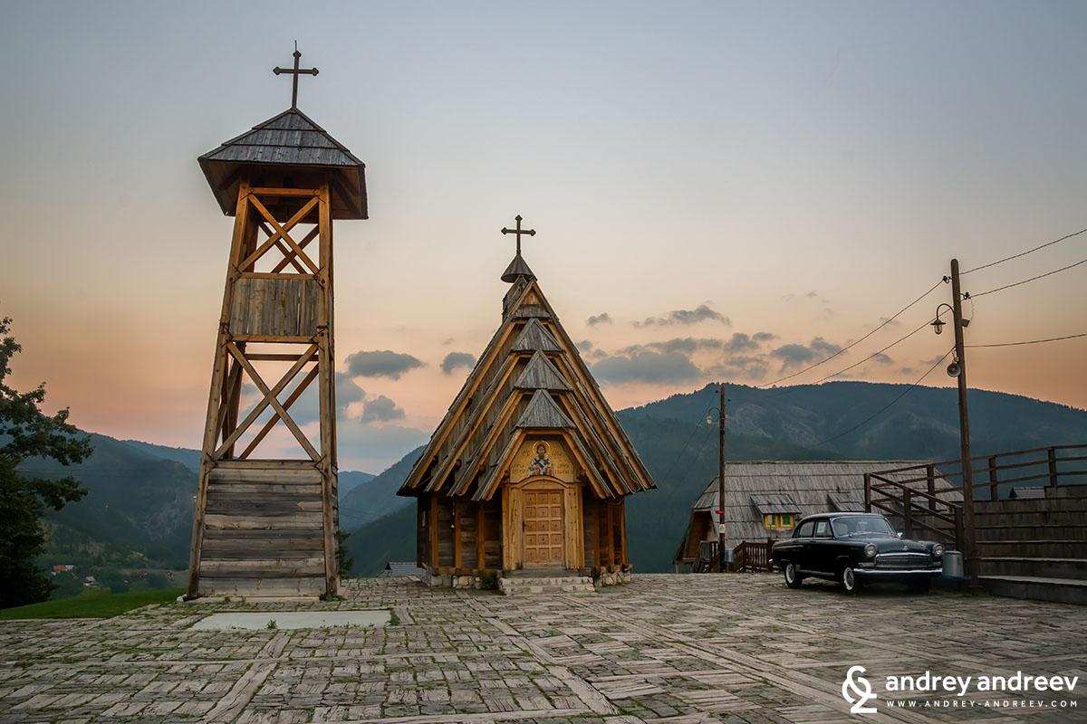 """Дървената църква """"Свети Сава"""" в Мечарник"""