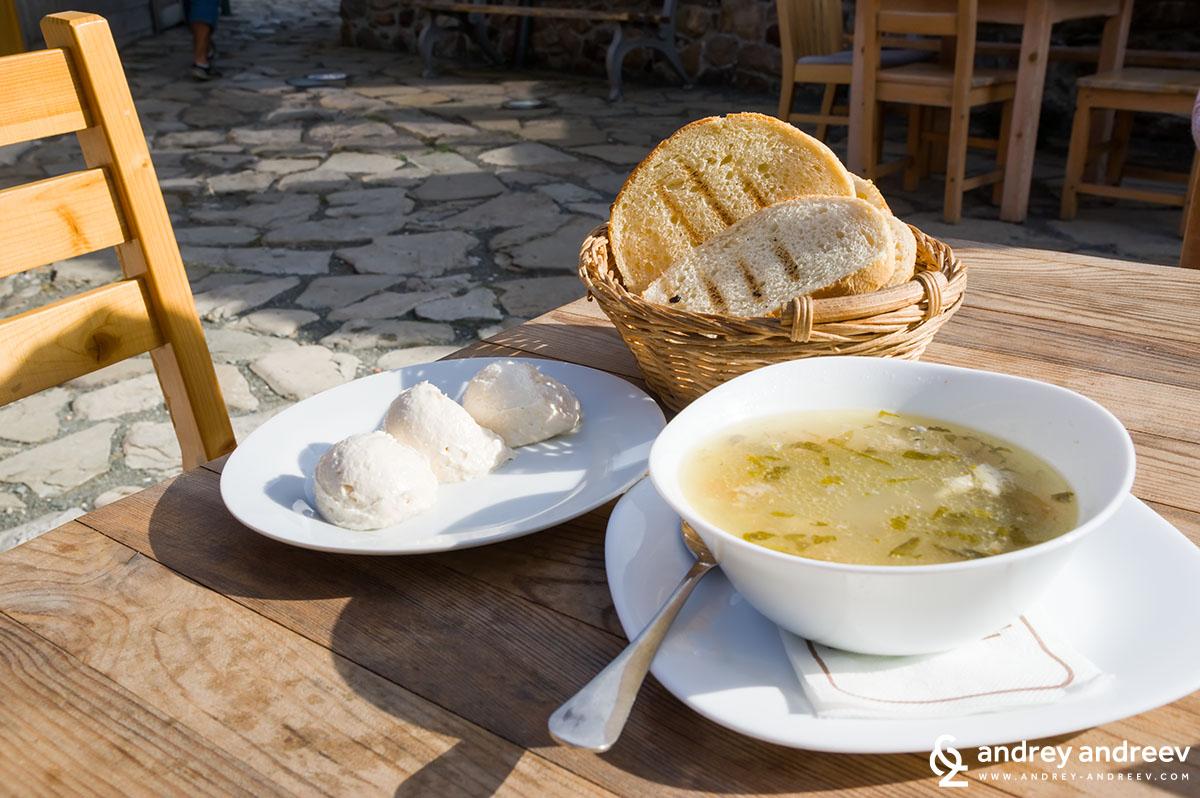 Вкусна храна на остров Света Анастасия