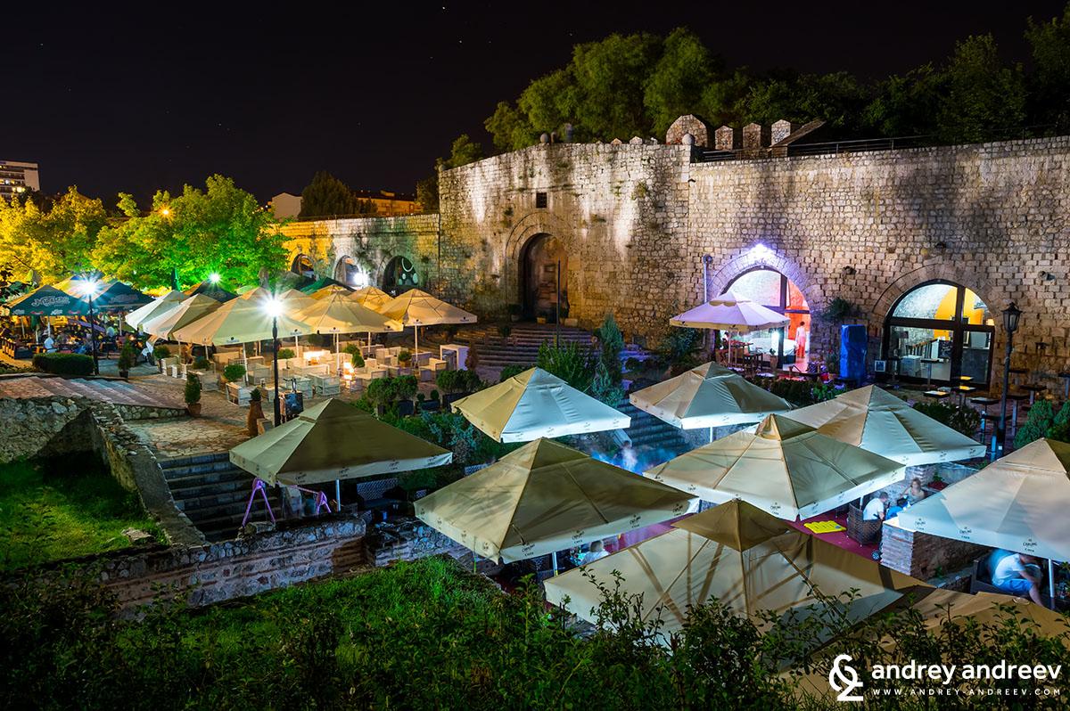 Нишката крепост през нощта