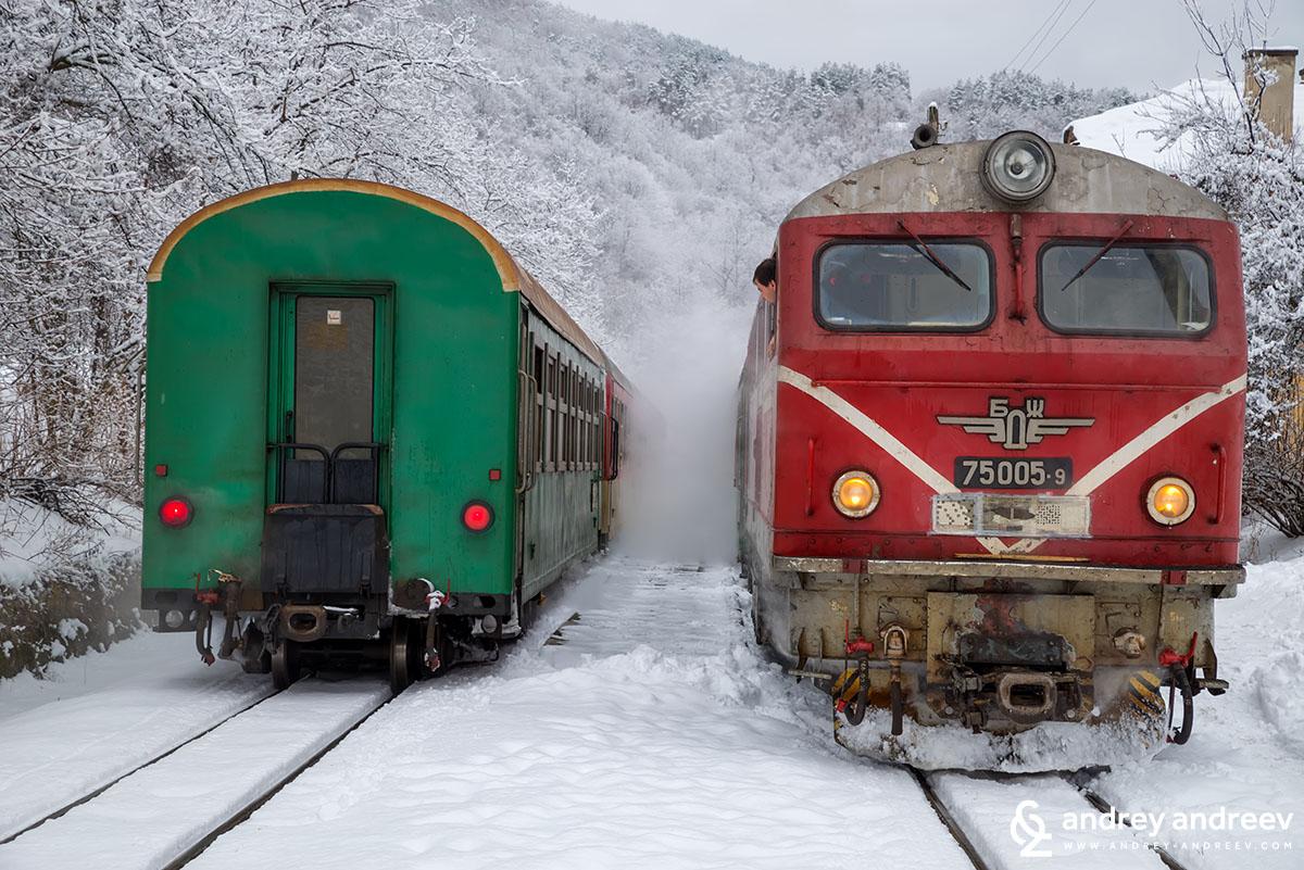 Родопската теснолинейка на гара Аврамово (Аврамови колиби) - пътуване с теснолинейка до Велинград