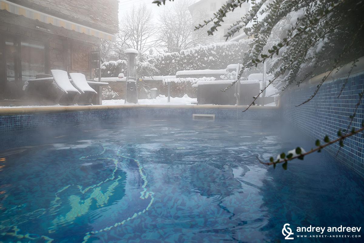 Външния басейн на Вила Вучев, Велинград