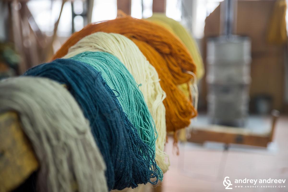 Прежда във Фабриката за килими в Костандово