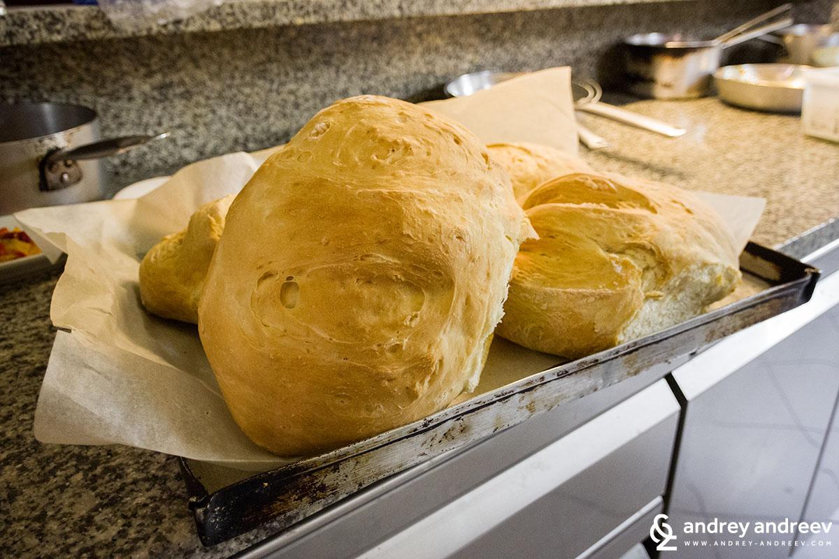 Току що изкаран от фурната хляб