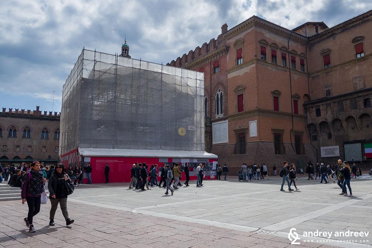 The fountain of Neptun - under reconstruction, Bologna, Italy