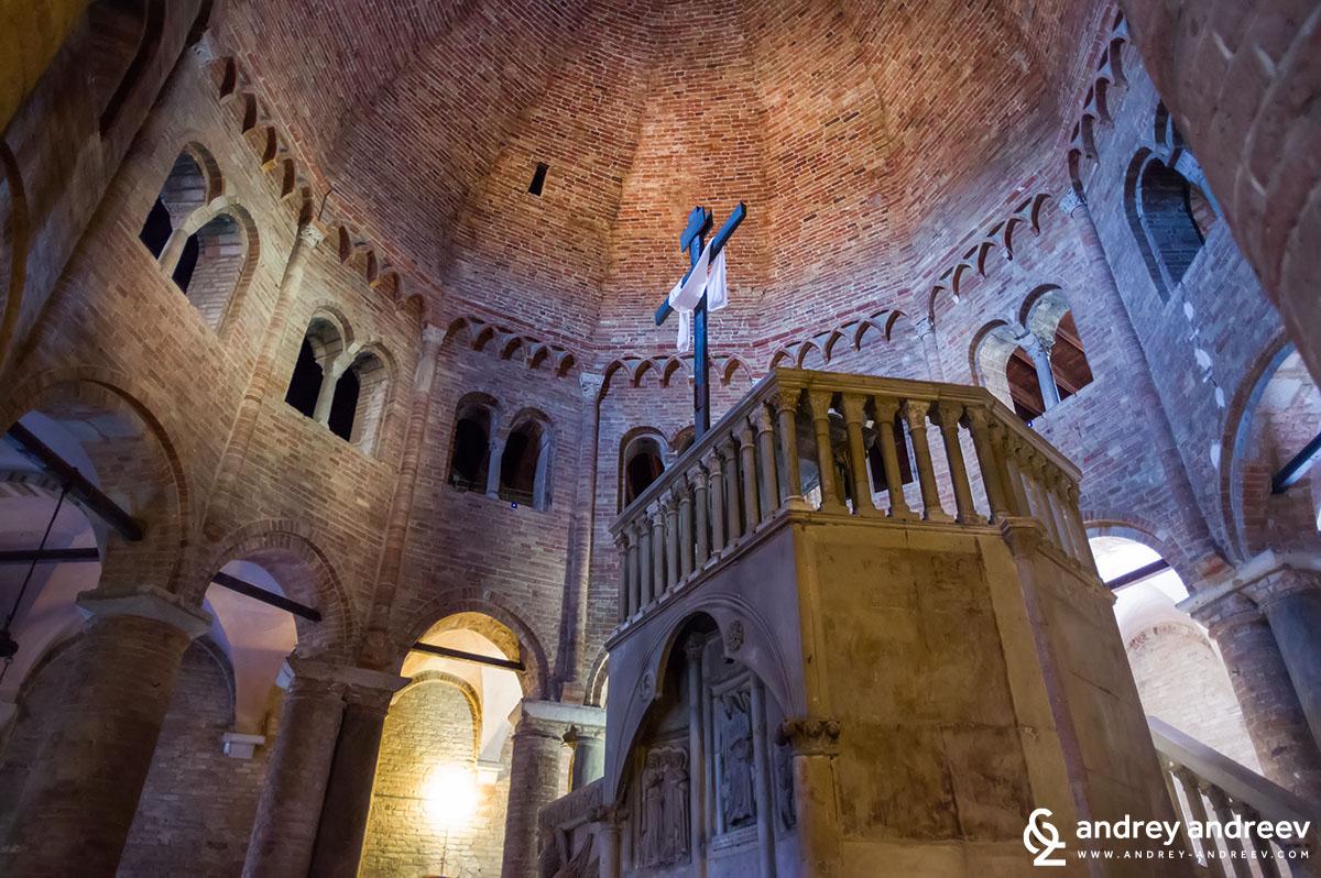 """""""Седемте Църкви"""" - църквата Свети Стефан в Болоня"""