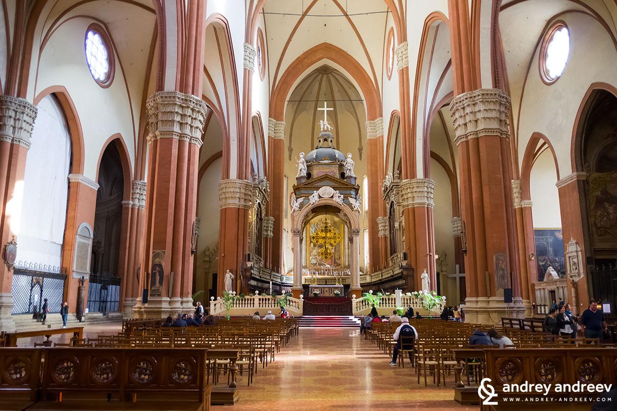 San Petronio basilica church, Piazza Maggiore, Bologna, Italy
