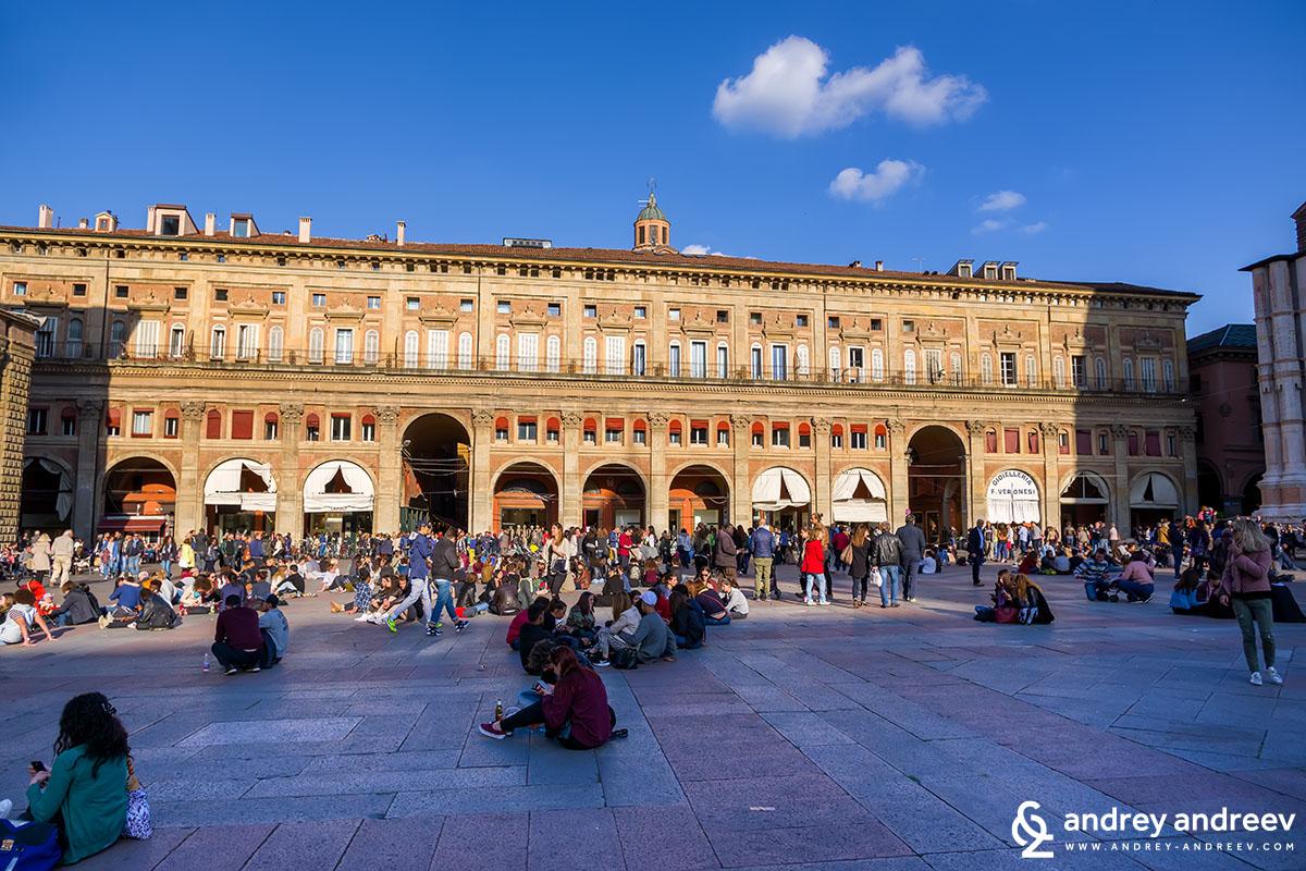 Palazzo del Banchi, Piazza Maggiore, Bologna, Italy